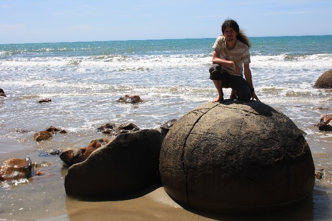 Beach day – Moeraki Boulders