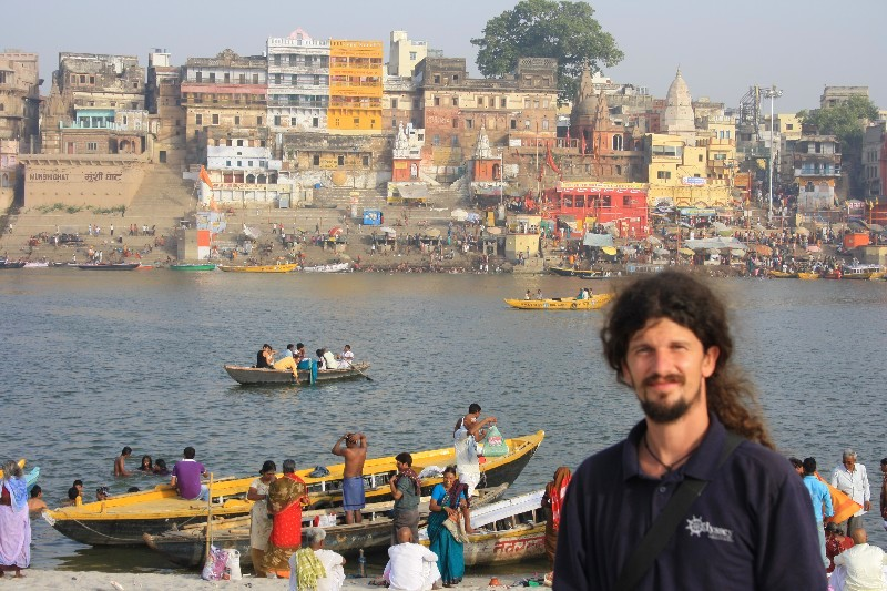 Indii začínáme hned intenzivně – Varanasi
